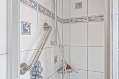 Dusche im Tageslichtbad oben im Ferienhaus Henny