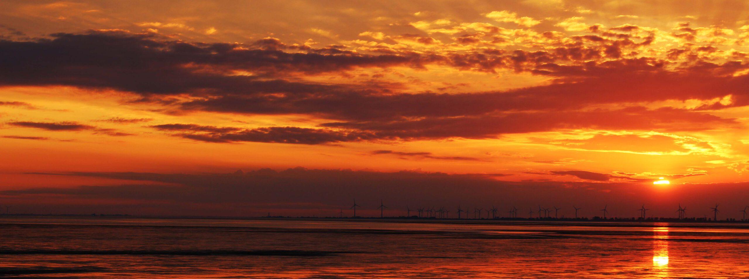 Sonnenuntergang an der Bohrinsel | Dyksterhusen